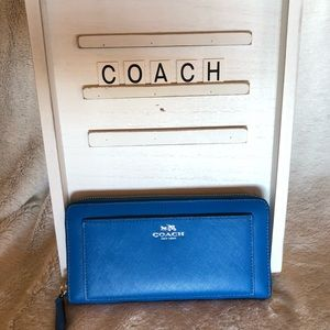 COACH WALLET  - Like new condition!